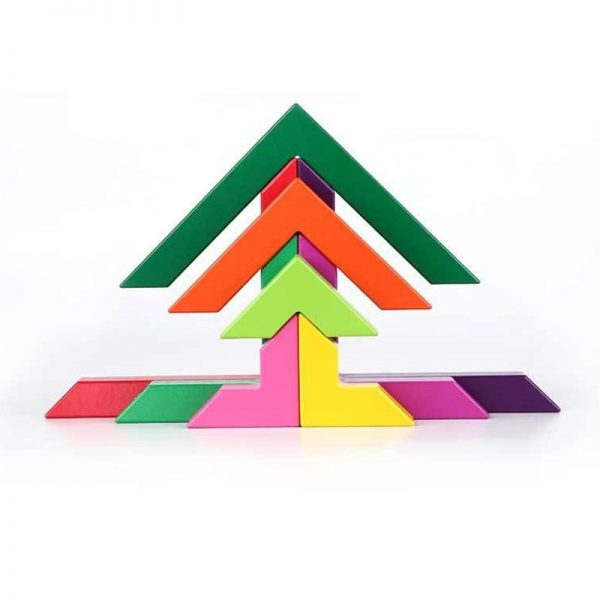 Symmetrical self standing arrow pattern made with blocks.