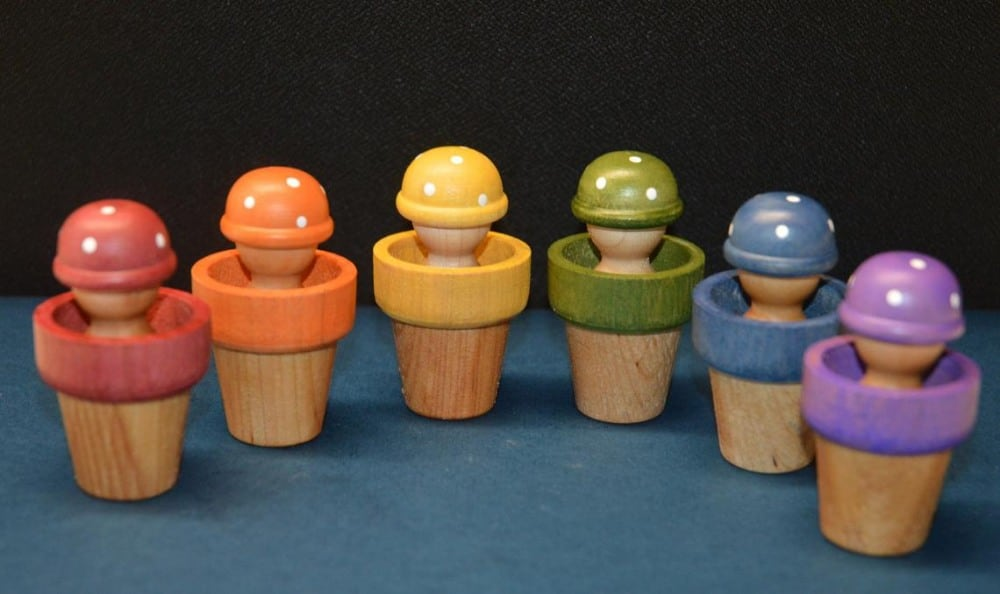 House Mountain Natural Brand Mushroom Helmet Wooden Peg Dolls With Color Matching Bowls
